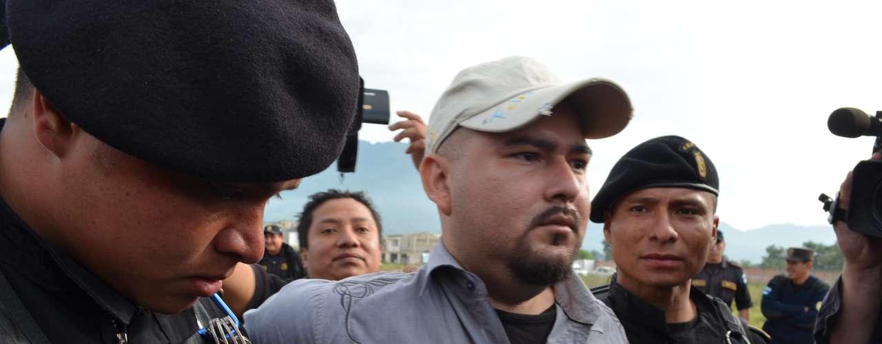 Pérez afirma que, según la inteligencia guatemalteca, miembros de las violentas pandillas Mara 18 y Mara Salvatrucha, activas también en El Salvador -donde acordaron una tregua con el gobierno- y en Honduras, colaboran con los cárteles en trabajos específicos, pero no son su brazo armado.
