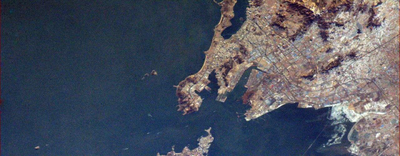 Aquí está una vista más cercana de Qingdao (Tsingtao). Mucho más fácil de ver el puente en esta foto.