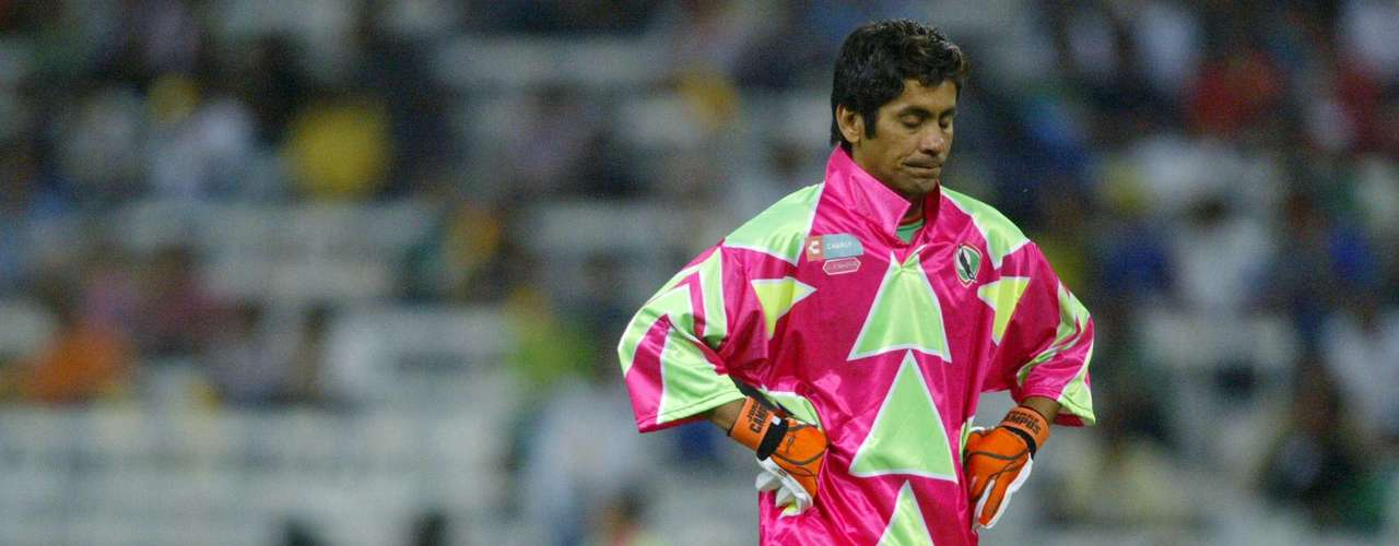 Known for his flamboyant uniforms and obsession with playing both in goal and in the outfield, Jorge Campos scored 34 goals in his career. Thirty-one of his goals came with his first team, Pumas, in the Mexican League. He never scored at the international level.