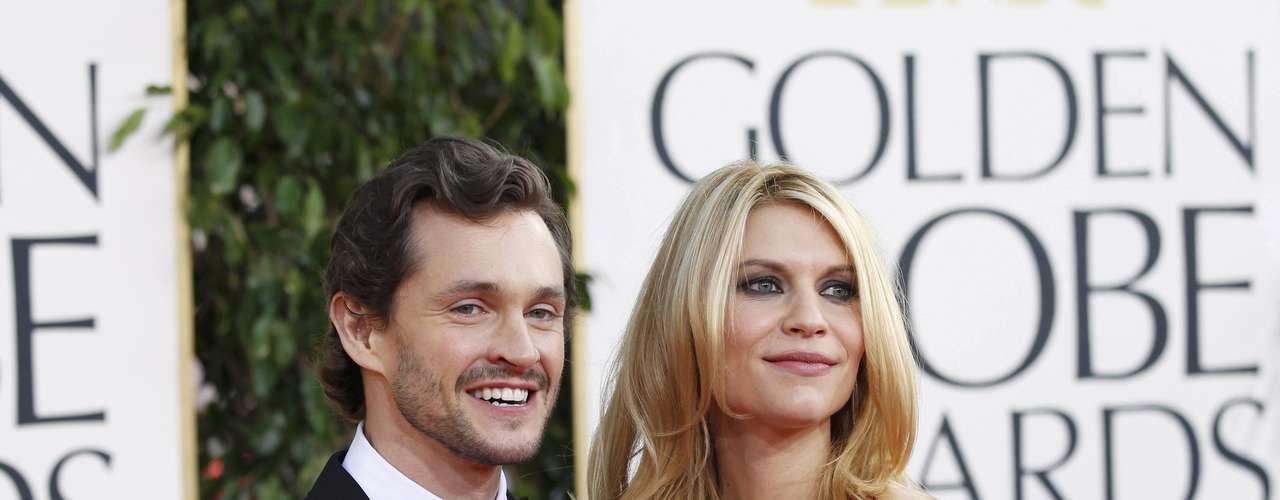 Los actores y esposos Hugh Dancy y Claire Danes a su llegada a la premiación de los Golden Globes