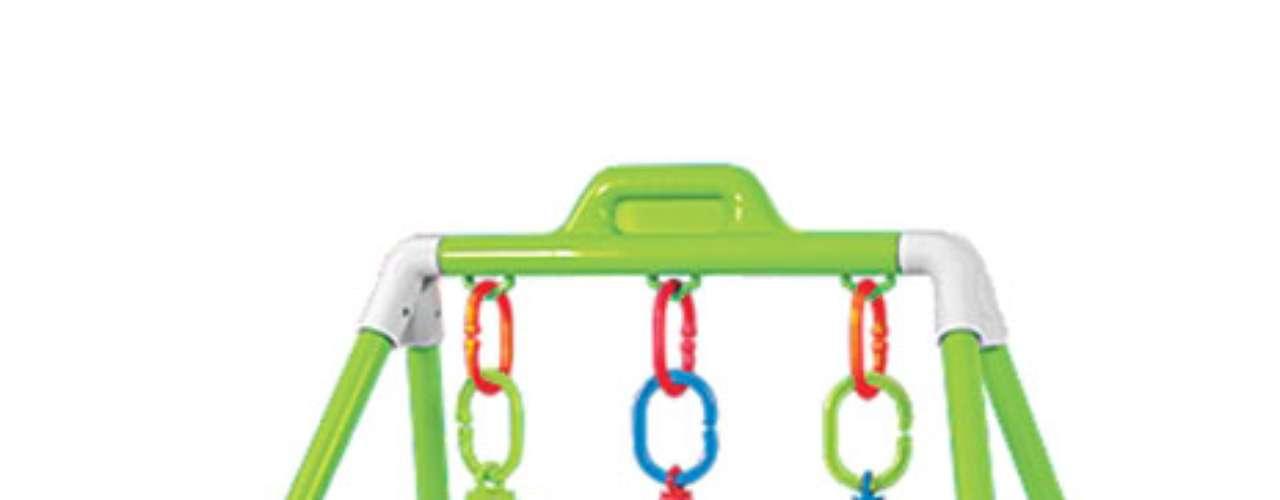 Activity Play GymUn arco para jugar que no ocupa demasiado espacio en su habitación. El bebé no se resistirá a jugar con las piezas móviles. Fácil de trasladar, este gym de estilo nave espacial-, también! Viene con un bolso incluido. Requiere ensamblaje. Para edades de 6 meses en adelante. Diseñado por OneStepAhead!