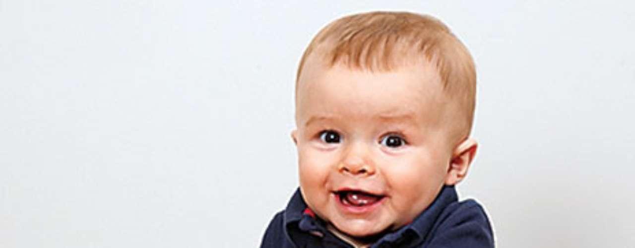 Soft Cubes Baby Blocks.  Los bebés no pueden mantener sus manos fuera de estos bloques y sus imágenes coloridas y texturadas. Y mientras los pequeños juegan y exploran, aprenden letras, números, animales, palabras y más. Incluye seis bloques del bebé blandos en un práctico estuche con cremallera para llevar a lo largo y almacenamiento. Desde los 6 meses.
