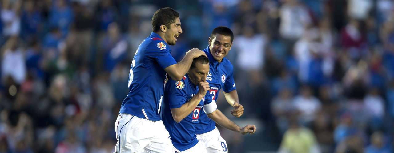 With a double from 'Chaco,' Cruz Azul remontó beat San Luis 2-1.