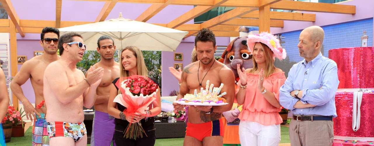 Esta mañana el Buenos Días a Todos celebró el cumpleaños número 39 de Claudia Conserva con saludos, torta, cotillón y un gran desorden en el set. El festejo terminó incluso con José Miguel Viñuela y el brasileño, Fabricio, haciendo un show de baile en zunga.