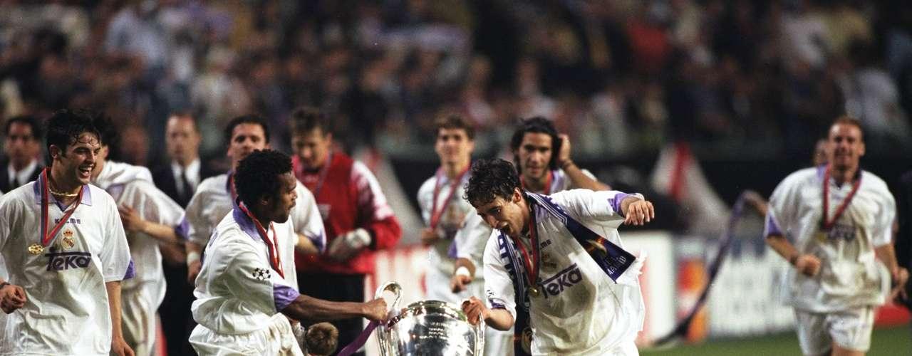 Pasaron 32 años para que el Madrid levantará una nueva Copa de Europa. Con gol de Mijatovic el cuadro español se impuso a la Juventus y consquistó la séptima en 1997-98.
