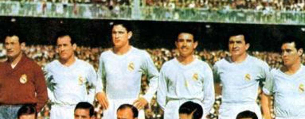 El Bicampeonato merengue llegó en la campaña 1956-57 al imponerse en la Final a la Fiorentina por marcador de 2-0. Los anotadores fueron Alfredo Di Stéfano y Paco Gento