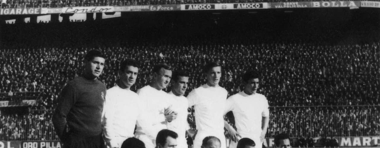 Real MAdrid tenía un equipo impresionante para la edición de 1959-60. Con Alfredo Di Stéfano y Ferenc Puskas el club merengue era invencible.