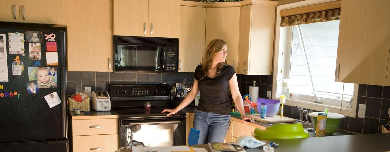 Amanda Miller, profesora asistente de sociología de la Universidad de Indianápolis, cree que las personas sólo juegan los roles tradicionales asignados a casarse. Sin embargo, advierte que el hecho de aferrarse a los formatos obsoletos puede tener graves consecuencias para la salud de una relación, ya que las mujeres son reacias a aceptar el matrimonio.