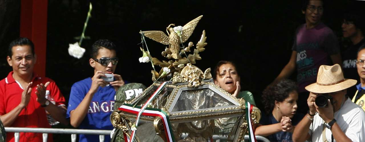 A source from the National Institute of Anthropology and History (INAH) informed that Mexican scientists have identified among the remains of the heroe of the Mexican independence bones belong to unidentified people and deer.
