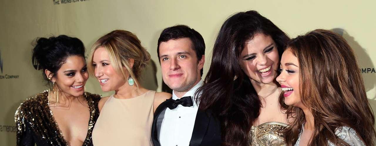Vanessa Hudgens, Ashley Tisdale, Josh Hutcherson, Selena Gomez y Sarah Hyland. ¡Qué suertudo es Josh!