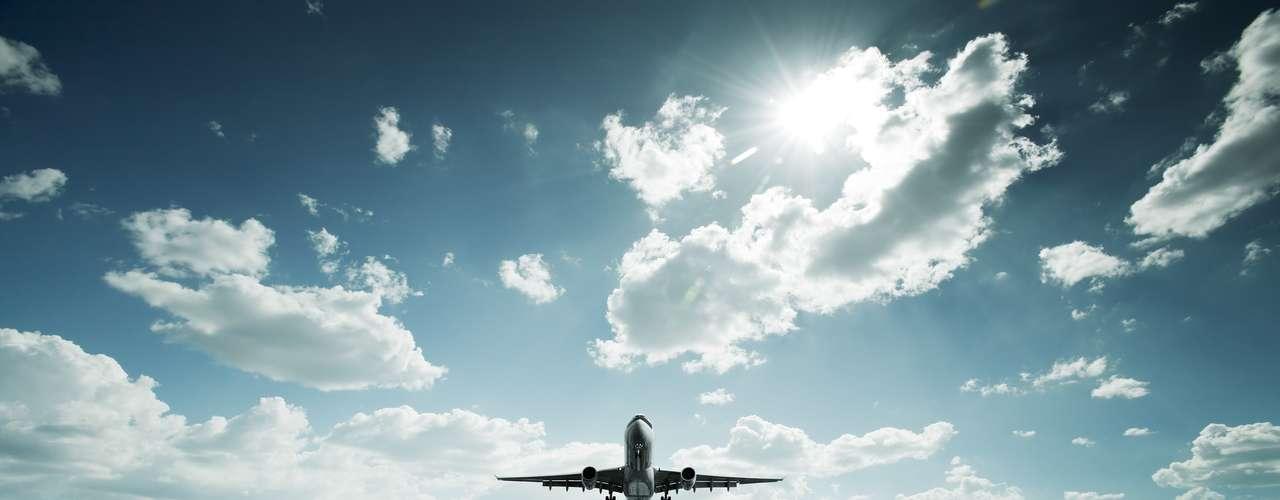 Uno de los elementos que debes tomar en cuenta para tus vacaciones se refiere al transporte. Ya sea en carretera, mar o aire, lo importante es tomar en cuenta servicio, rapidez, formalidad y, por supuesto, precio. Aquí las tres mejores aerolíneas de México según Global Traveler.