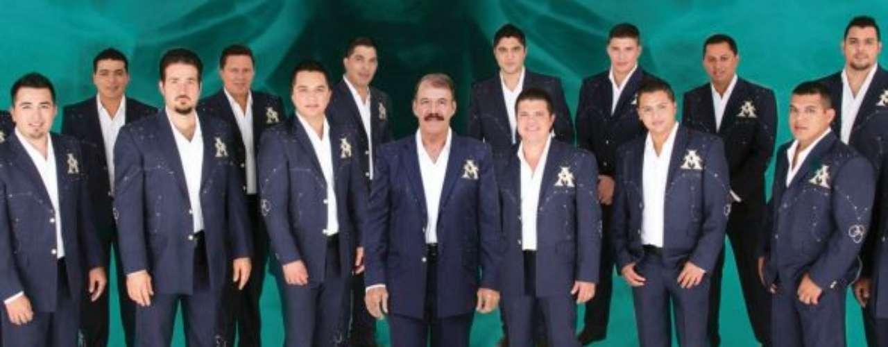 Los chicos de La Arrolladora Banda El Limón fueron las primeras estrellas del género regional mexicano en ser anunciadaspara alegrar la velada.