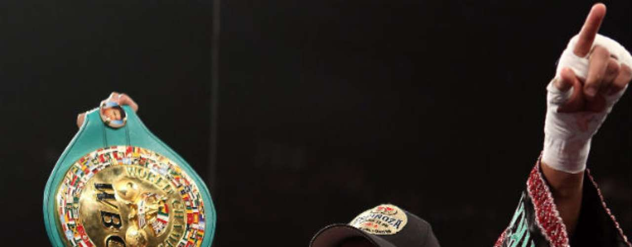 El mexicano Daniel Ponce de León es el actual campeón Pluma del CMB. Destronó del título a su compatriota Jhonny González el pasado 15 de septiembre.