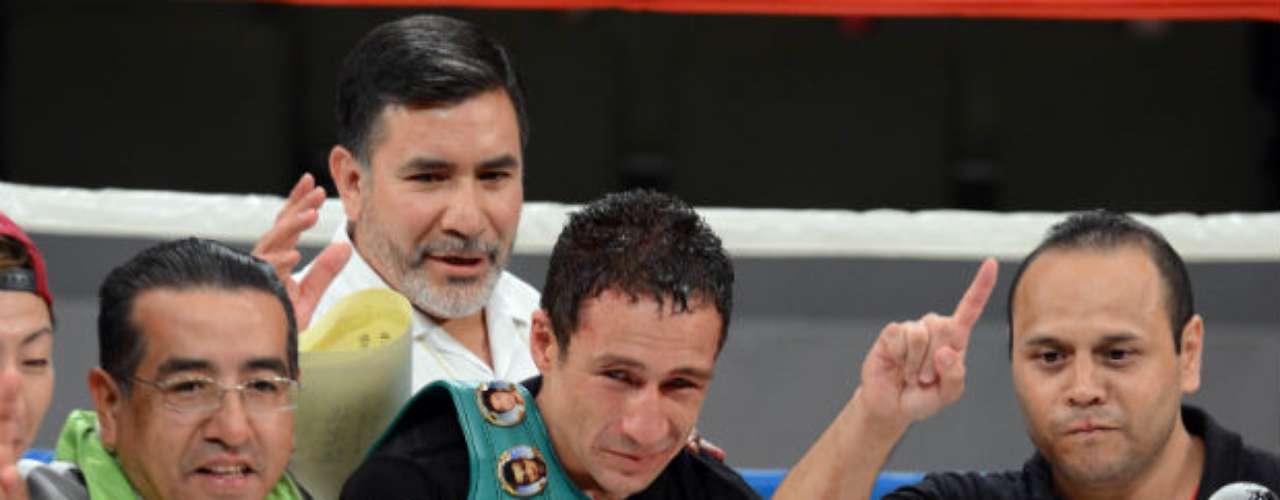 Otro mexicano destaca en la categoría de los Superplumas. Uno de ellos es Gamaliel Díaz, quien es el actual monarca del CMB. El púgil azteca sostiene una marca de 37 victorias, nueve derrotas y dos empates.