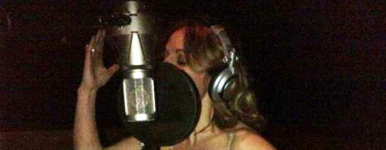 JANUARY 16 - Geri Halliwell is moved to remove her top and expose her bra by in-studio heat! \