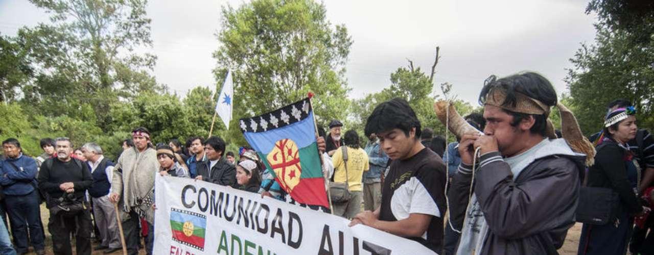Con la participación de más de 200 representantes de la distintas comunidades mapuche comienza la esperada Cumbre Mapuche en el cerro Ñielol.