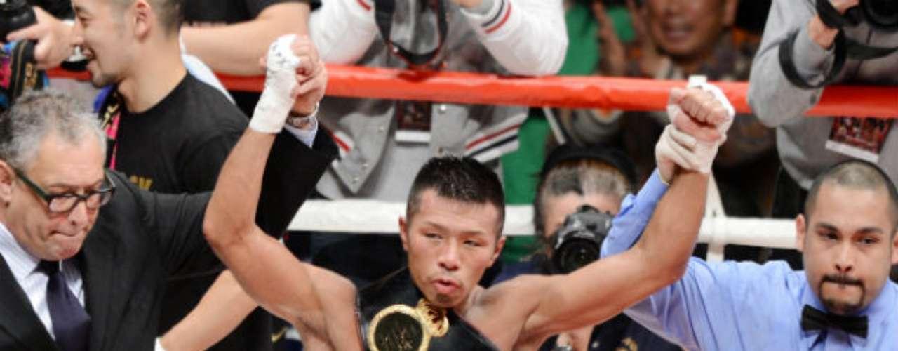 Y por último, como campeón titular Superpluma de la AMB es el japonés Takashi Uchiyama, quien suma 19 victorias, por un empate y cero derrotas.