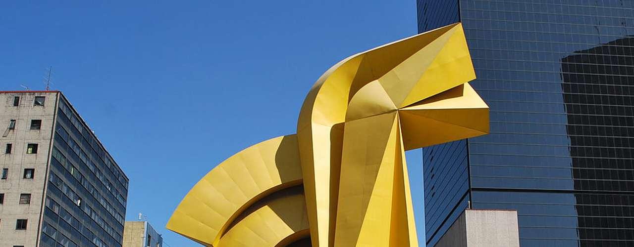 Enrique Carbajal González, mejor conocido como 'Sebastián' es el escultormexicano por excelencia. Sus obras de gran tamaño, ya sean de acero o concreto, se distinguen por las formas geométricas y brillantes esmaltes acrílicos de colores primarios.