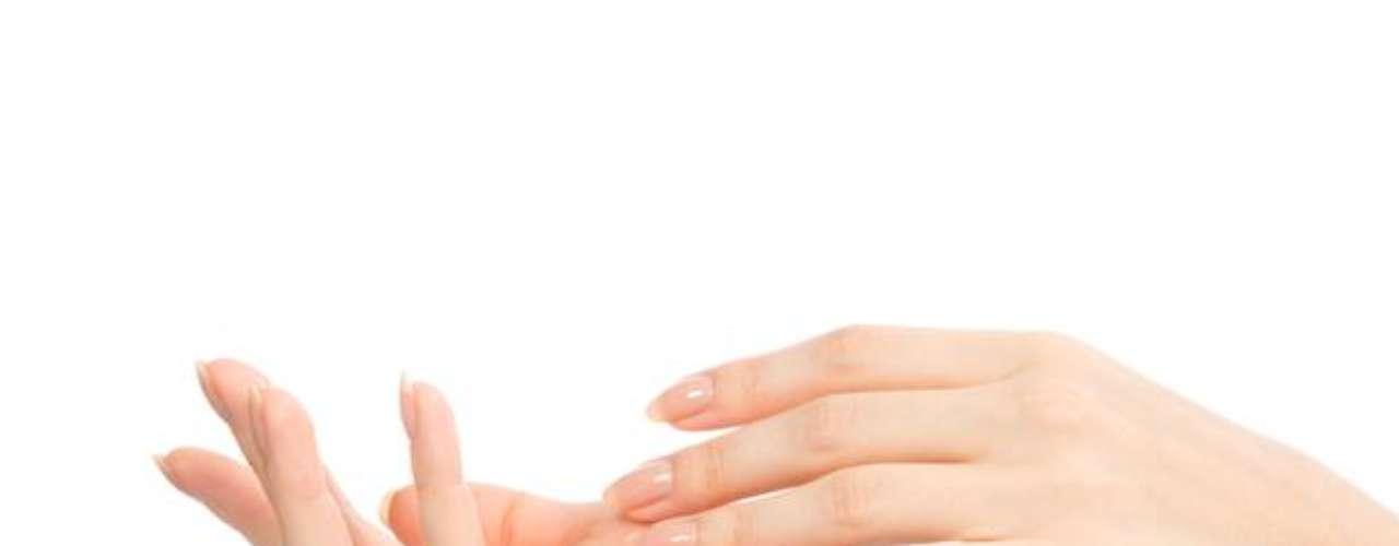 Toxina botulínica, también conocida como Botox, es usada para controlar cualquier lugar con donde la sudoración es excesiva, inclusive, en las palmas de las manos.