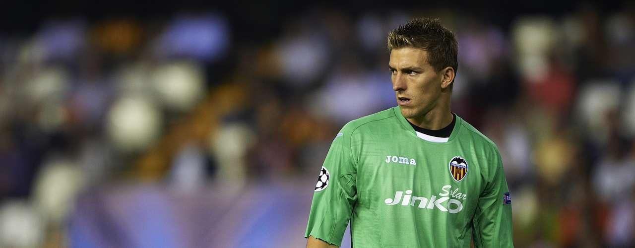 Vicente Guaita es portero canterano del Valencia, debutó en 2008 y sólo ha salido del equipo a préstamo para el Recreativo en la temporada 2009-2010.