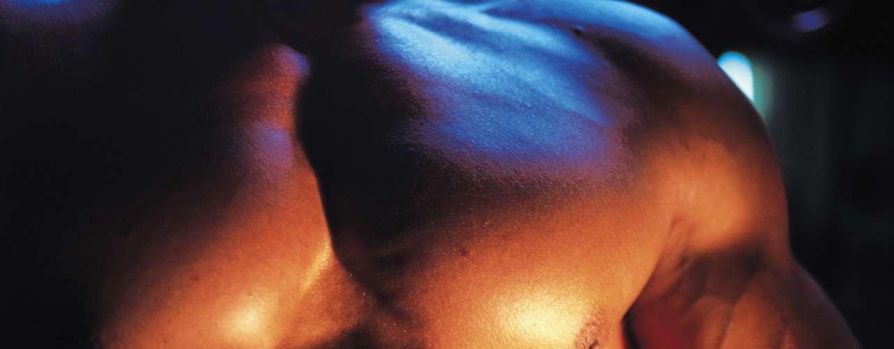 8. Un corazón más fuerte. El mismo medio publicó en relación a un estudio desarrollado por 20 años el cual muestra que los hombres que tuvieron relaciones sexuales dos o más veces por semana tenían la mitad de probabilidades de tener un ataque al corazón que los hombres que tenían relaciones sexuales menos de una vez al mes.