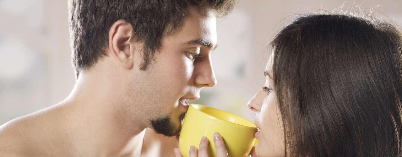 6. El sexo desarrolla inmunidad. Un estudio de la Universidad Wilkes tenía 112 estudiantes universitarios ha concluido que tener intimidad sexual en la pareja entre una y dos veces por semana se relaciona con la producción de inmunologlobulina, un anticuerpo que protege de infecciones y resfriados.