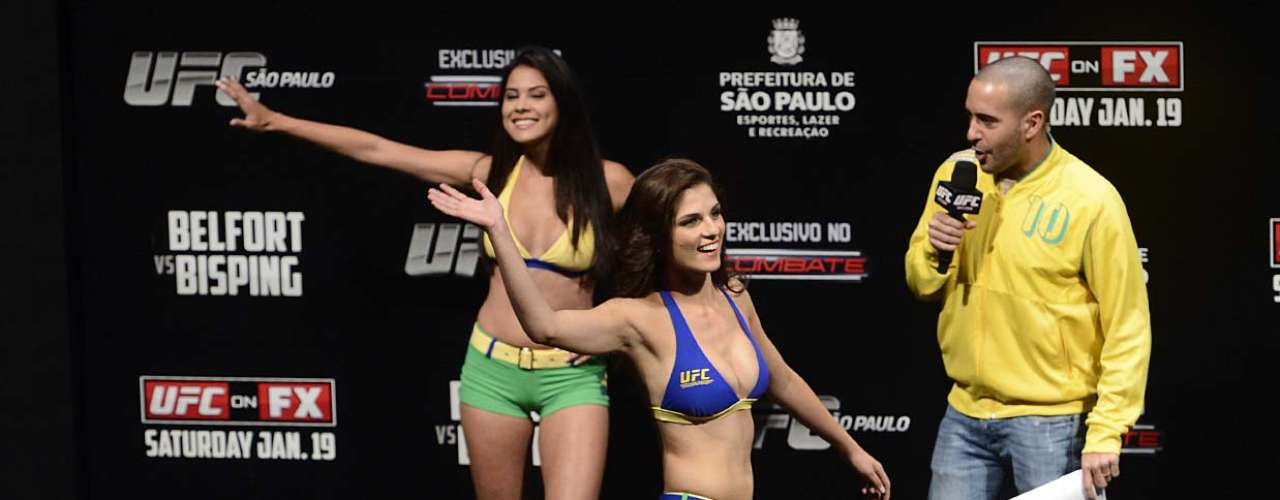 Aline who is 20 years old and Camila who is 21, were the center of attention of the fans attending the UFC event.