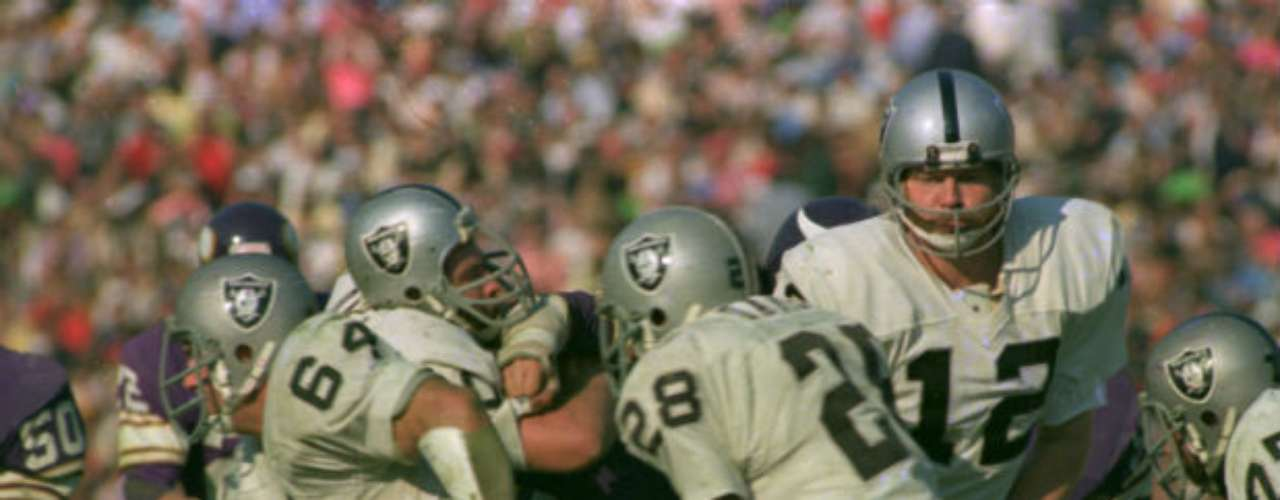 El Super Bowl XI fue para los Oakland Raiders que ganaron 32-14 a Minnesota Vikings.