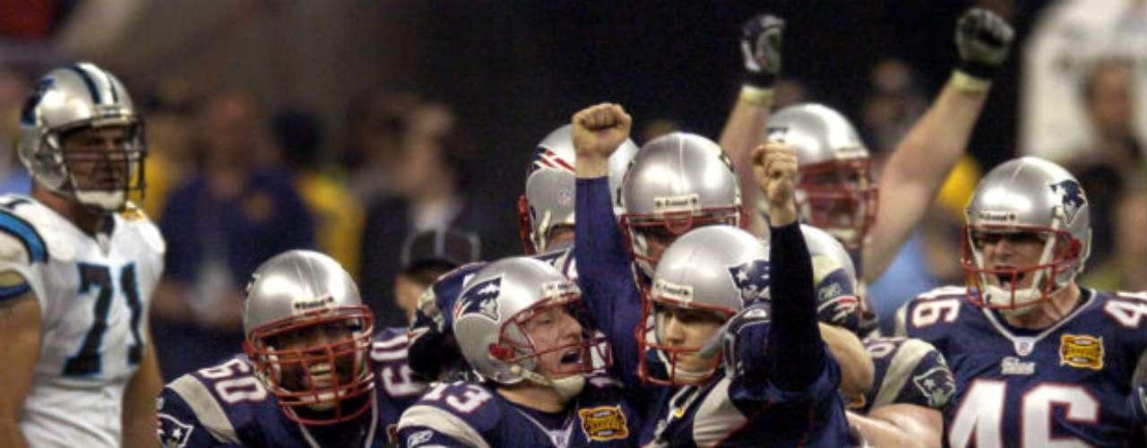 El Super Bowl XXXVIII fue para New England Patriots que en un juego de alarido, derrotaron a Carolina Panthers por 32-29.