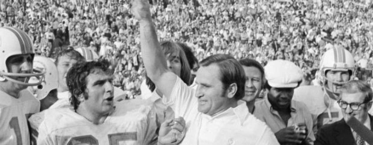 Siendo el único equipo de la NFL en conseguirlo, Miami lograría una campaña perfecta en 1973. Dolphins ganaron el Super Bowl VII tras vencer  a 14-7 a Washington Redskins.