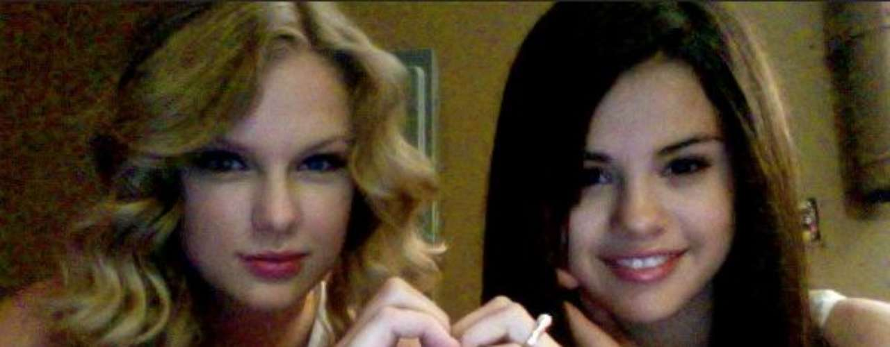 Taylor & Selena have been friends for a long time and in a recent interview with NYLON magazine, Selena Gomez says that there's no shop talk in their friendship just normal things like the end of their respective relationships with the hottest teen idols at the moment. \
