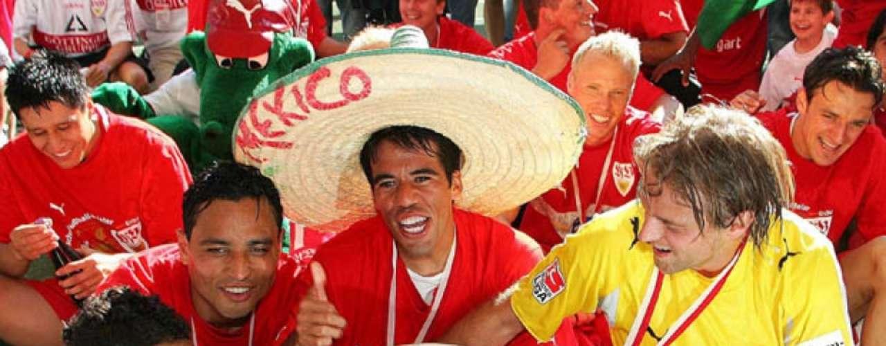 En su primera campaña logró el título de la Bundesliga junto a Ricardo Osorio.