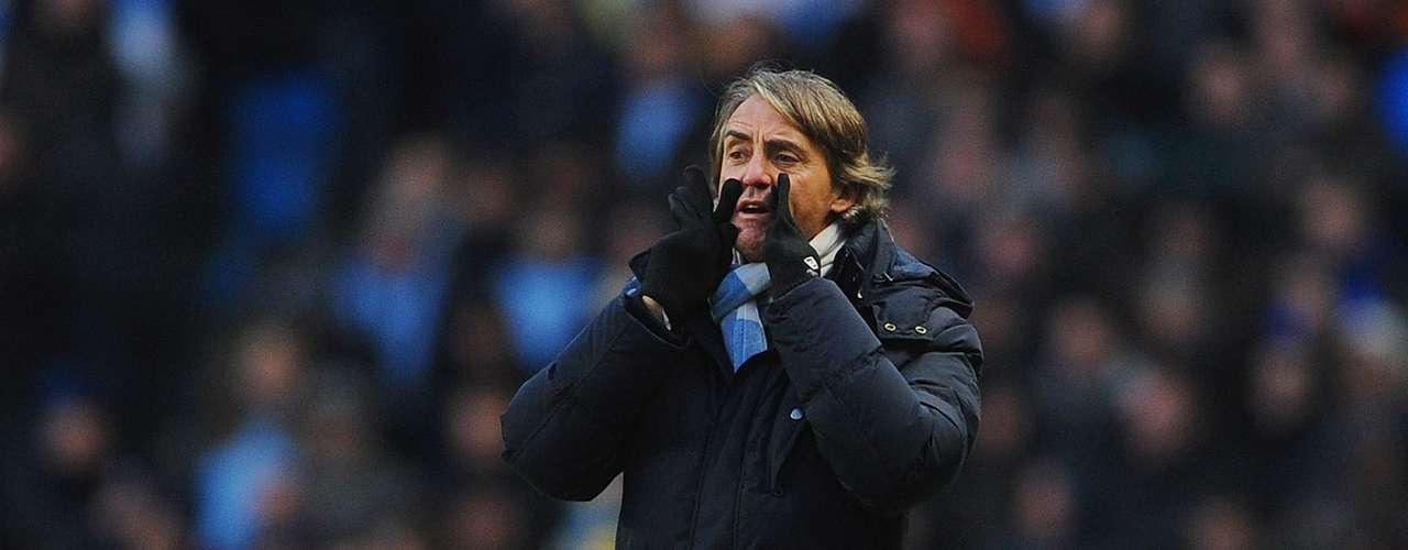 Roberto Mancini buscó variantes al ataque, tras las claras fallas de sus delanteros al frente.