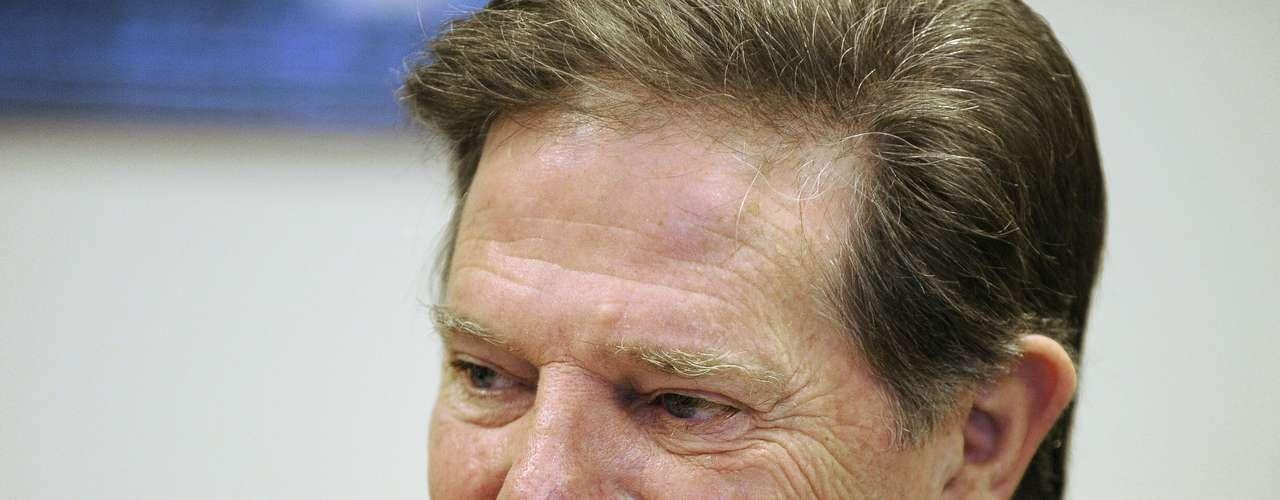 El republicano Tom DeLay fue elegido líder de la mayoría de la Cámara de Representantes después de las elecciones de 2002, y obligó a sus compañeros de partido a unirse a un grado sin precedentes, especialmente en apoyo del programa del presidente George W. Bush. Pero en 2005, un jurado de Texas lo acusó penalmente por haber conspirado para violar las leyes de financiamiento de campañas en ese período. DeLay negó los cargos, diciendo que ellos tenían una motivación política, pero las normas de la Conferencia Republicana lo obligaron a dimitir temporalmente de su puesto como líder de la mayoría.