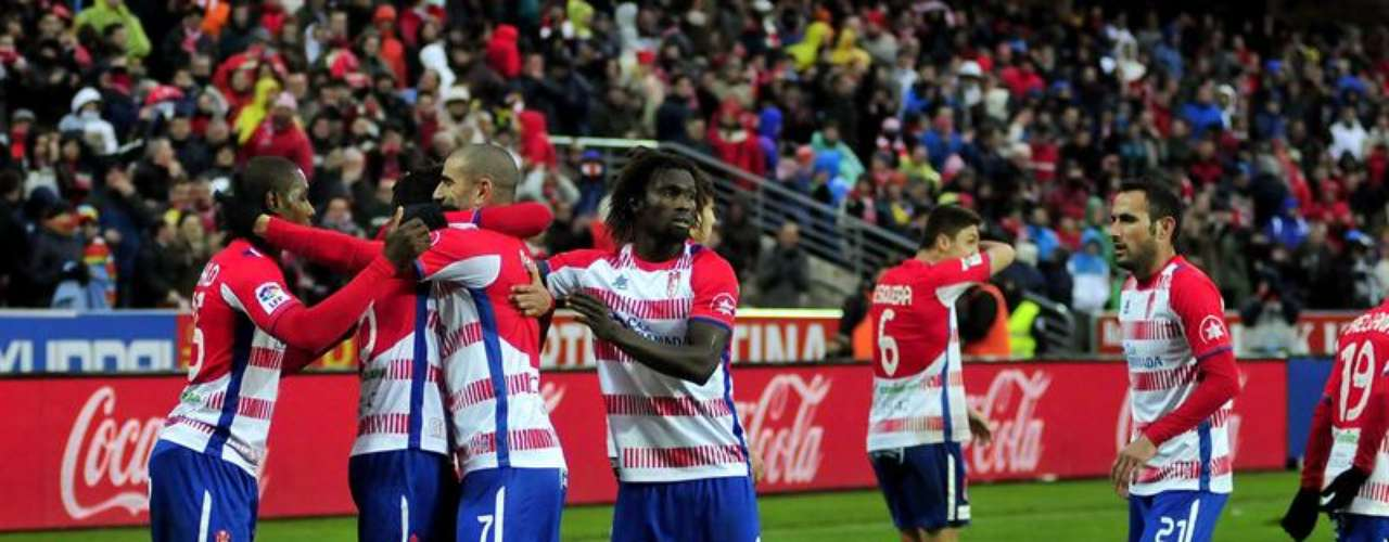 Granada returned to the winner's circle with a 2-0 victory over Rayo Vallecano.