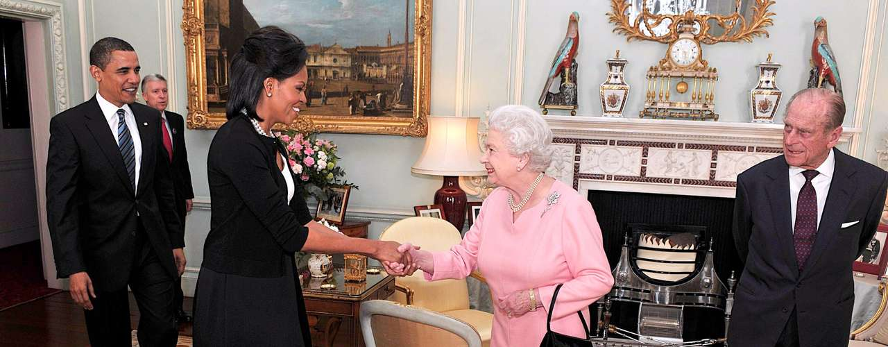 7. Michelle Obama broke the protocol and hugged Queen Elizabeth II. However, the Queen did not seem to bother for that.