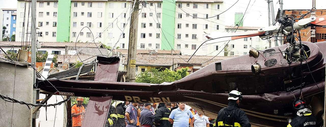 Cuatro personas, entre ellas una niña de 11 años, estaban en la casa que fue impactada por el helicóptero.