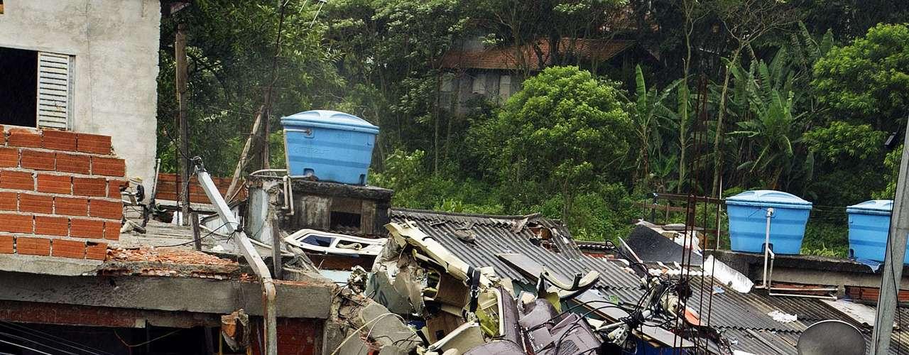 Tres personas viajaban en la aeronave. El piloto,Marcelo Stella de Melo Ribeiro, de 29 años, murió en el impacto.