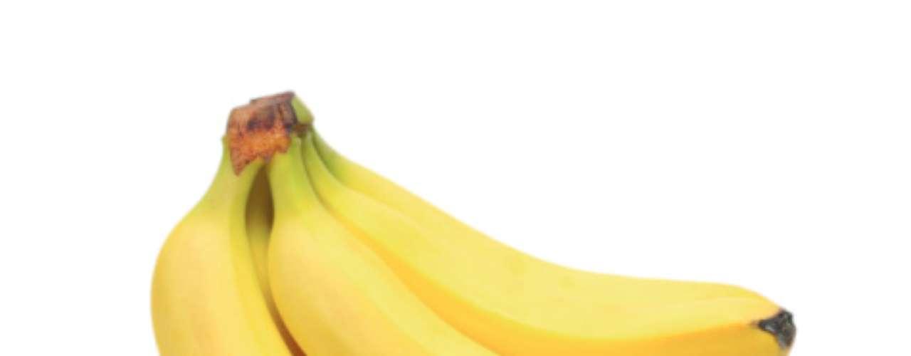 Alimentos ricos en potasio: bananas, naranjas, vegetales con hojas verdes-oscuras pueden comprometer la acción de fármacos que contengan captropil y enalapril, que se utilizan para tratar la presión arterial alta o problemas del corazón.
