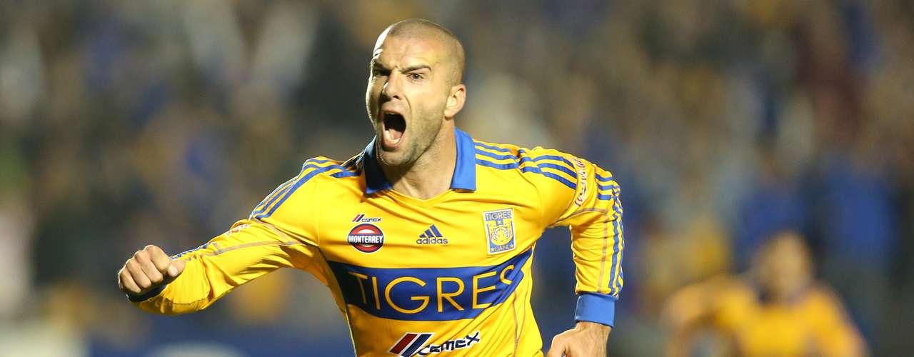 Delantero - Emanuel Villa - Tigres. El 'Tito' anotó el gol de la victoria frente al Atlasy de paso se puso como líder en la tabla de golea