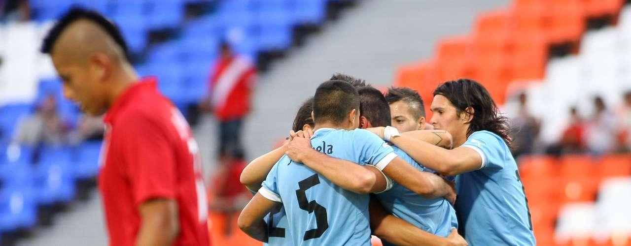 Al minuto 68 de tiempo corrido Nicolás López le devolvió la ventaja a los charruas. Diego Rolán, a dos minutos del final colocó cifras definitivas en el encuentro.