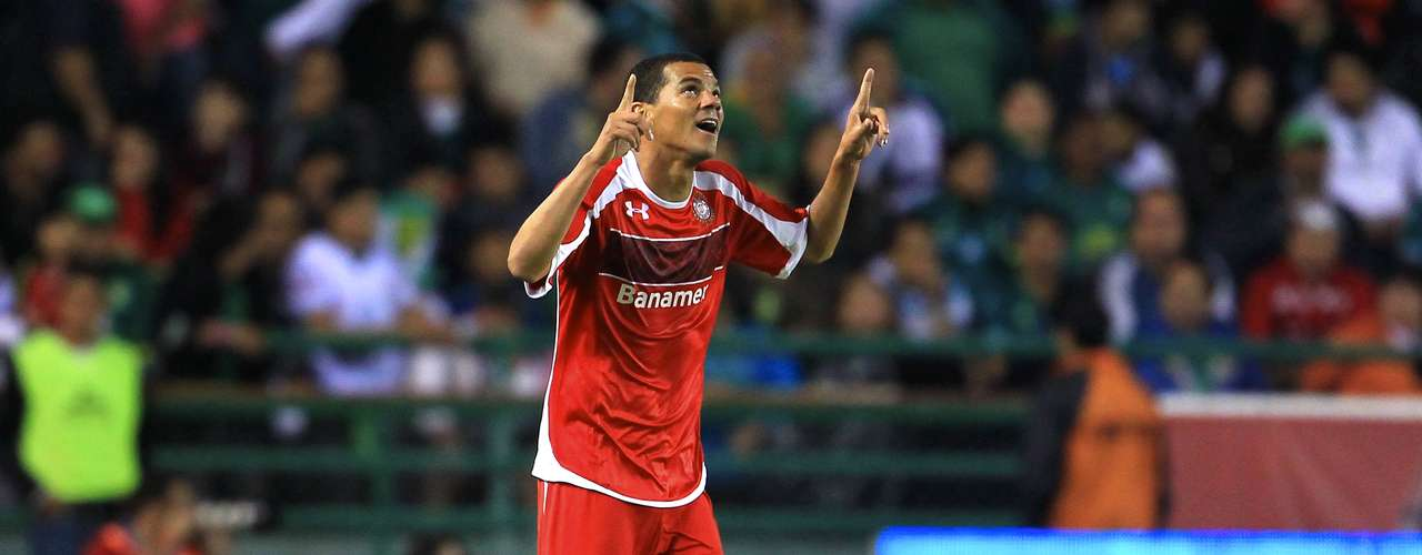 Toluca surprised the Panzas Verdes and took three points from León with a 2-1 win. Edgar Benítez and Lucas Silva scored for the Diablos, and for the esmeraldas Matías Britos