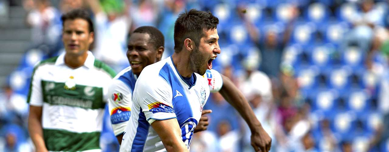 Puebla notched its first win of the tournament 2-1 over Santos. Félix Borja and Luis Miguel Noriega scored for Puebla and Oribe Peralta scored for Santos.
