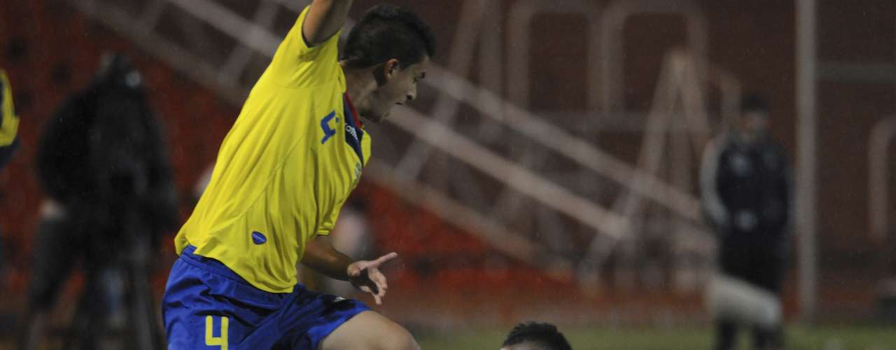Colombia and Ecuador made their debuts in the hexagonal final of the South American U-20 Youth Championships Sunday.