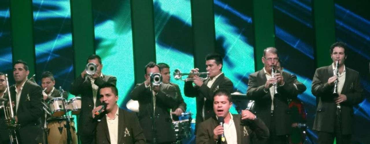 La Arrolladora Banda el Limón de René Camacho alcanzó los cinco millones de seguidores en Facebook, según revelaron los representantes de este grupo de música regional mexicana.