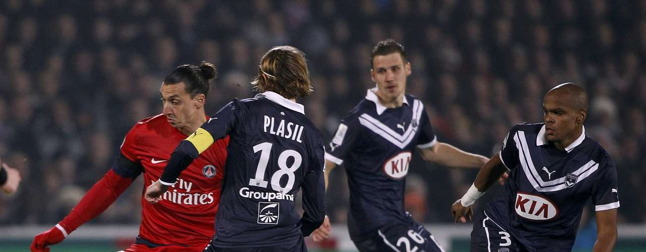 Paris Saint-Germain's Zlatan Ibrahimovic (L) challenges Bordeaux's Jaroslav Plasil (C) as Henrique Dit (R) and Gregory Sertic (2ndR) look on during their French Ligue 1 soccer match at the Chaban Delmas Stadium in Bordeaux, Southwestern France, January 20, 2013.
