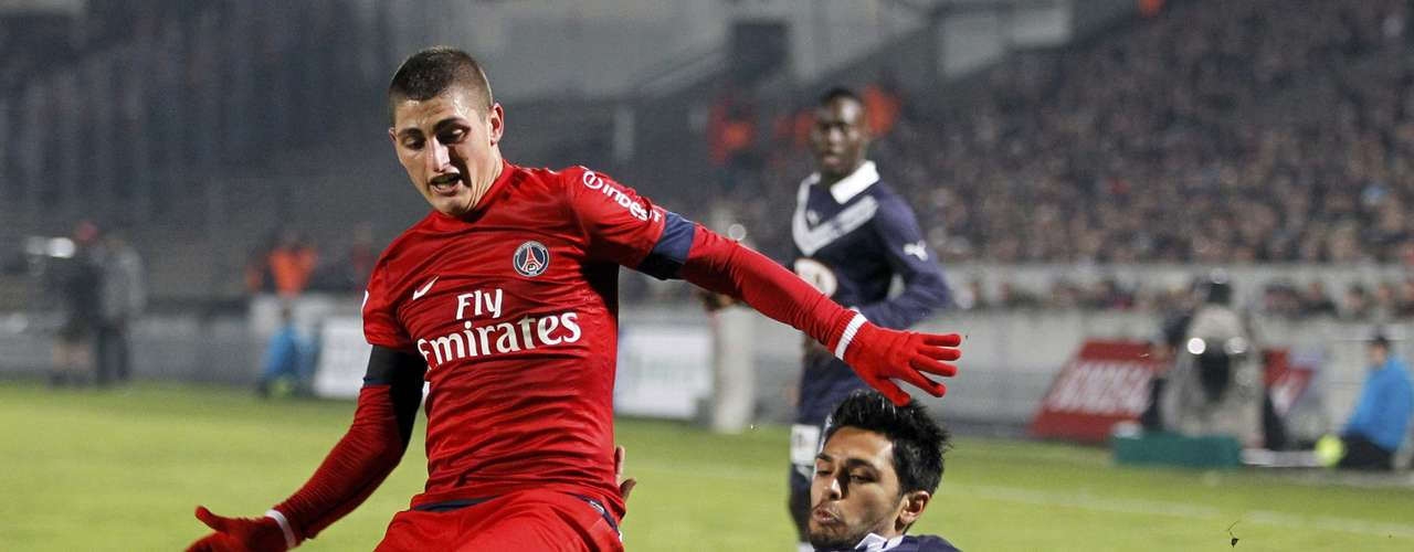 Paris Saint-Germain's Marco Verratti (L) challenges Bordeaux's Benoit Tremoulinas (R) during their French Ligue 1 soccer match at the Chaban Delmas Stadium in Bordeaux, Southwestern France, January 20, 2013.