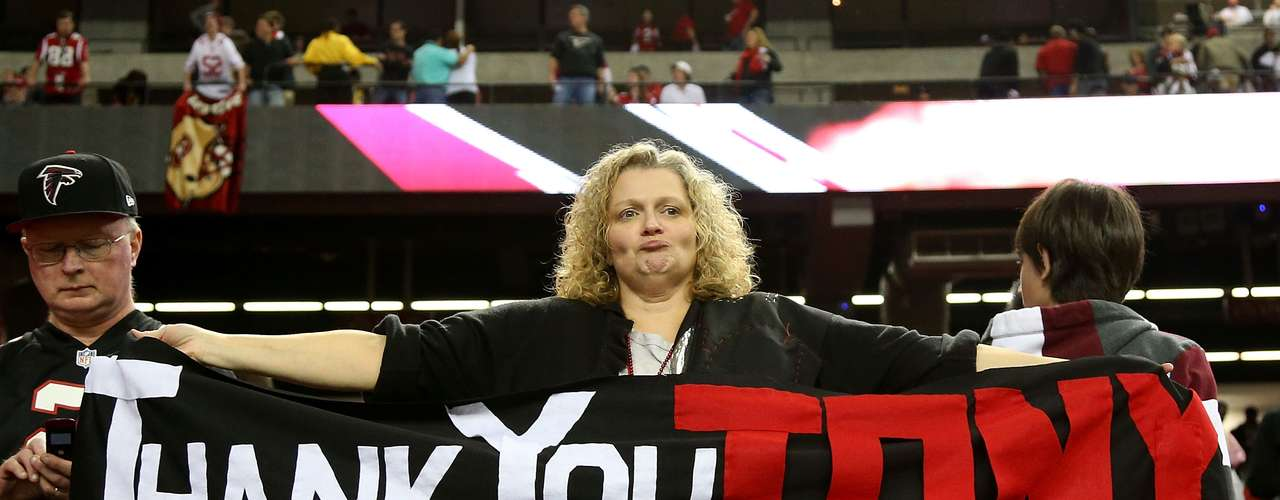 An Atlanta Falcons fan holds up a sign for tight end Tony Gonzalez #88 after the Falcons were defeated 28-24 by the San Francisco 49ers in the NFC Championship game at the Georgia Dome on January 20, 2013 in Atlanta, Georgia.