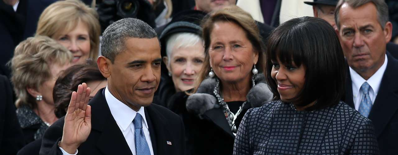 During the inauguration, Obama had the support of his wife Michelle, who was in charge of holding the books on which the president was sworn in as president.