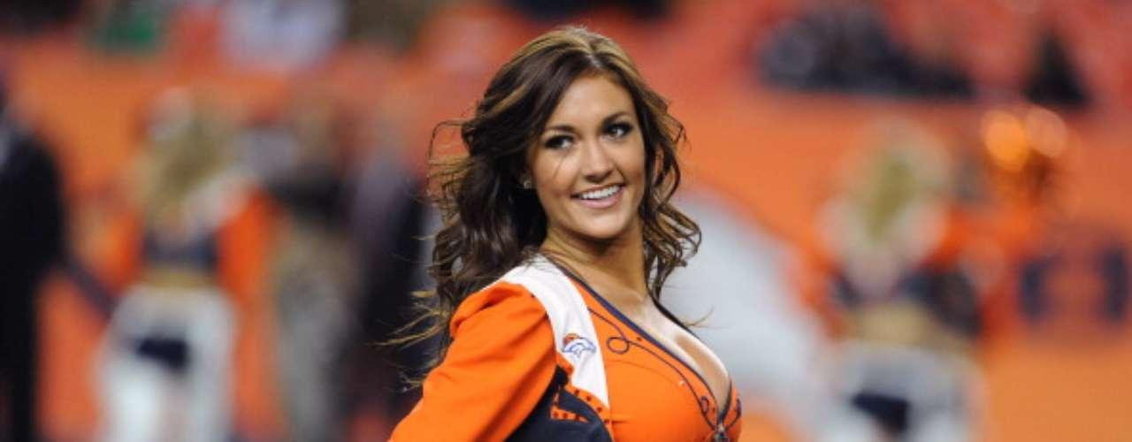 Esta hermosa porrista de los Broncos de Denver brilló en el duelo ante los Buccaneers de Tampa Bay en el Sports Authority Field, el 2 de diciembre de 2012.